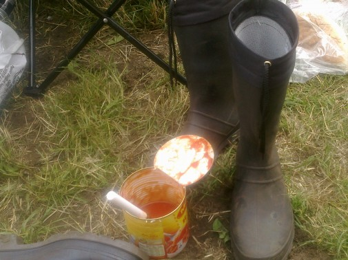 Essentiell fürs Hurricane: Gummistiefel und Dosenravioli