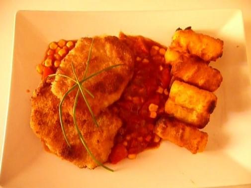 Hier das frisch panierte Zigeunerschnitzel mit fruchtiger Paprika-Zwiebel-Soße. Zubereitungszeit nur 30 min. Guten Appetit!