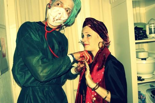 Dr. Mc. Schlitzi war nicht sehr vertrauenserweckend und Juana, die Wahrsagerin scheint ihren Tod schon vorauszusehen.