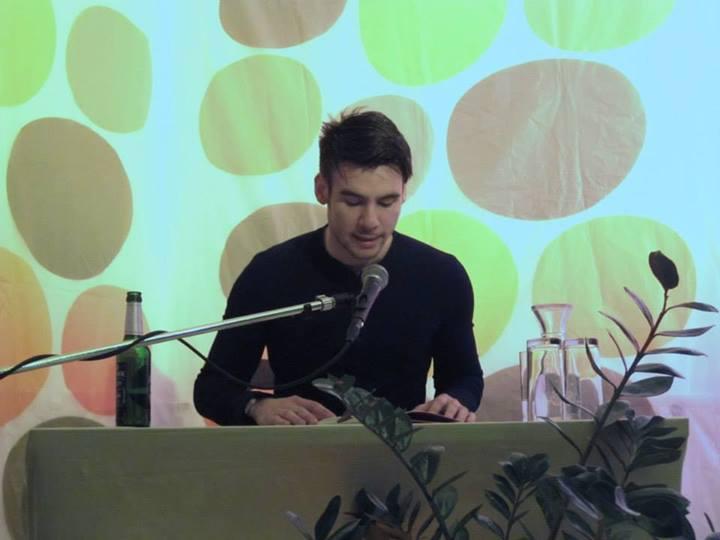 Marcel Maas' bildhafte Lyrik beendete den literarischen Teil des Abends. Foto: Mathias Prinz