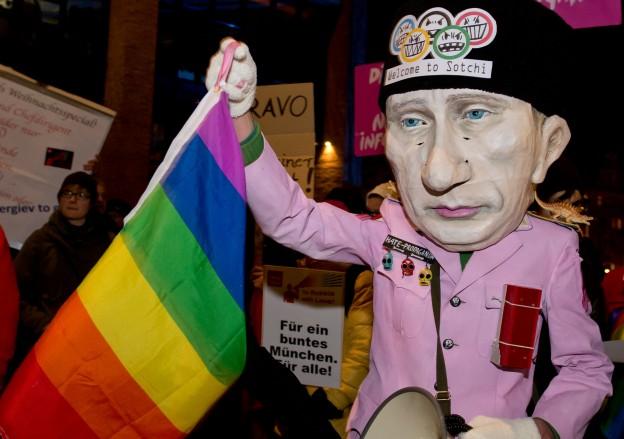 Homosexuelle wollen noch vor Beginn der Olympischen Spiele in Sotschi am Schwarzen Meer gegen eine schwulen- und lesbenfeindliche Politik beim Gastgeber protestieren.