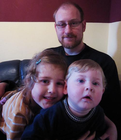 Timo mit seinen beiden Kindern Rala und Thure