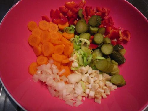 Gemüse für den Kartoffelsalat