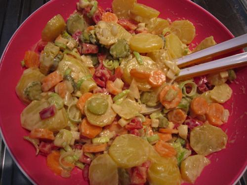 bunter, veganer Kartoffelsalat