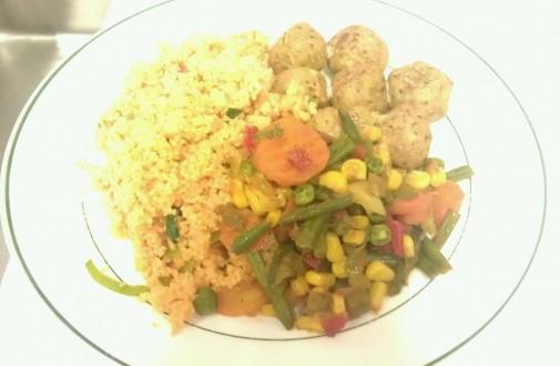 Falafel mit Cous-Cous und Gemüsebeilage aus der Mensa II.