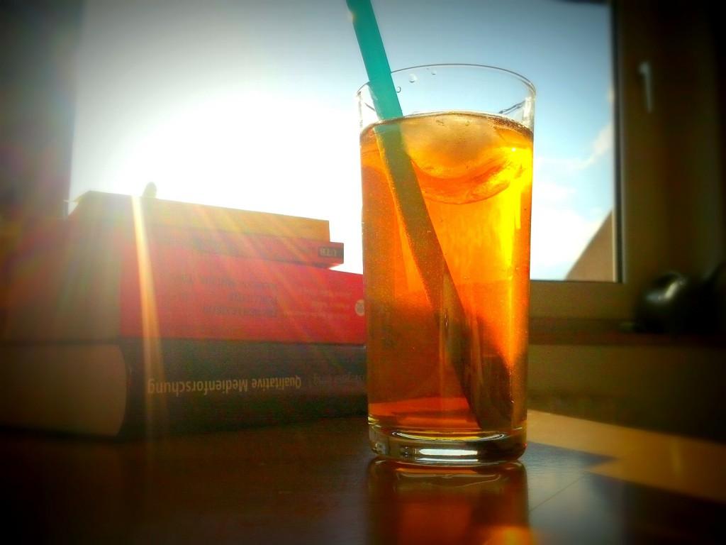 Die kleinen Dinge machen den Unterschied: Kalte Getränke können helfen, beim Wälzen der Bücher einen kühlen Kopf zu bewahren.