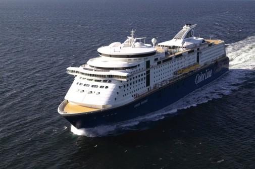 Ein riesiges Luxusschiff auf dem Wasser. Die Color-Line-Mini-Kreuzfahrt ist mehrmals die Woche möglich.