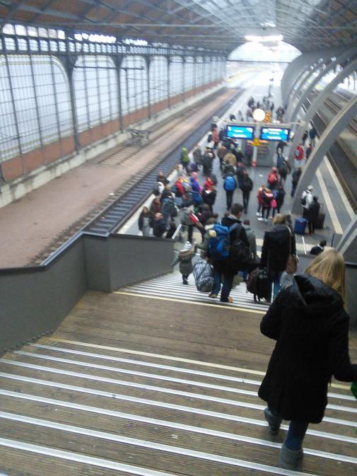Bahnsteig auf dem Lübecker Hauptbahnhof (Foto: Benjamin Kindler)