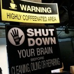 Warnschilder in der Fabrikhalle (Foto: Stefan Soltau)