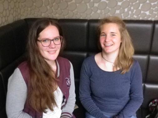 Svenja Taube (links) und Sophia Hartwig (rechts) engagieren sich neben dem Studium bei ProVieh.